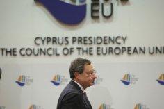Η ΕΚΤ αγοράζει ομόλογα της Κύπρου, κι εμείς κοιτάμε…