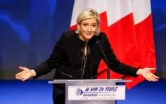 Σε ψυχίατρο στέλνει γαλλικό δικαστήριο τη Λεπέν