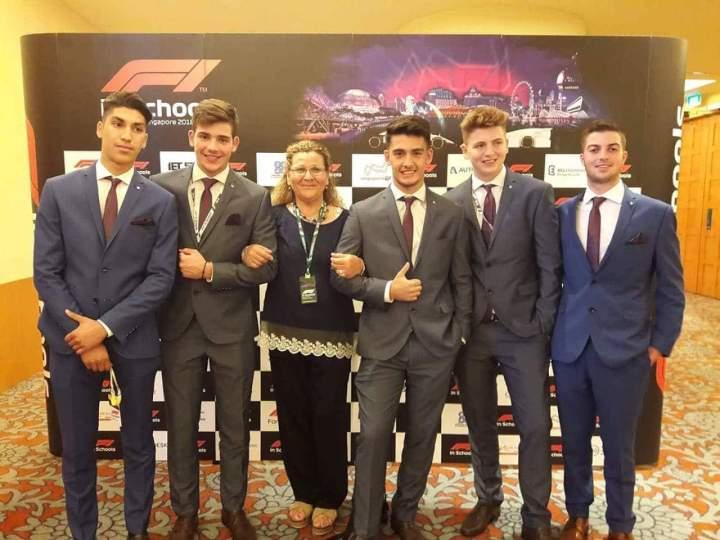Αξιόλογη η παρουσία του ΓΕΛ Ξυλοκάστρου στο Διεθνη Διαγωνισμο Formoula 1 στη Σιγκαπουρη