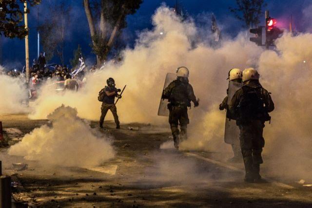 «Πνίγηκε» στα χημικά η Θεσσαλονίκη για τη Μακεδονία, ενώ ο Τσίπρας εγκαινίαζε τη ΔΕΘ