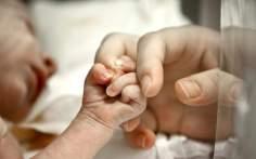 Νέο αρνητικό ρεκόρ στις γεννήσεις στη χώρα μας