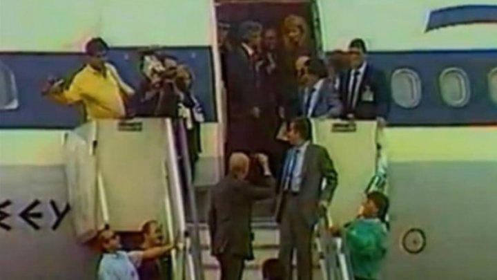 Αυτη ειναι επαιτειος…Τριάντα χρόνια από το νεύμα του Ανδρέα Παπανδρέου που σύστησε στο Πανελλήνιο την αεροσυνοδό Δήμητρα