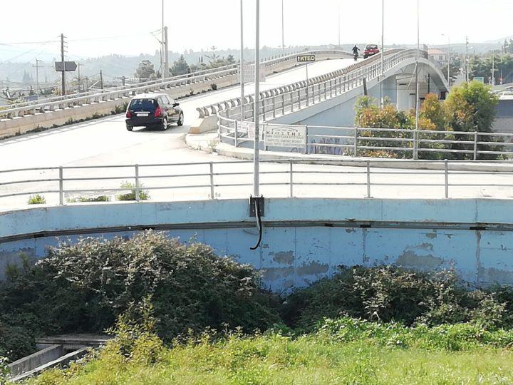 Προβλήματα στον Σιδηροδρομικό Σταθμό, στην εναέρια γέφυρα Πετμεζά, και στους παράλληλους δρόμους και τον περιβάλλοντα χώρο του Προαστιακού Σιδηροδρόμου στο Κιάτο