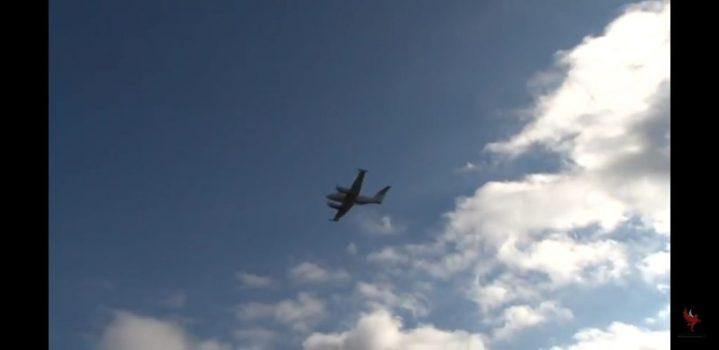 Αεροπλανο με πιλότο εγγονό Ισραηλινής οικογένειας που διασώθηκε από τους κατοίκους του Κρυονεριου