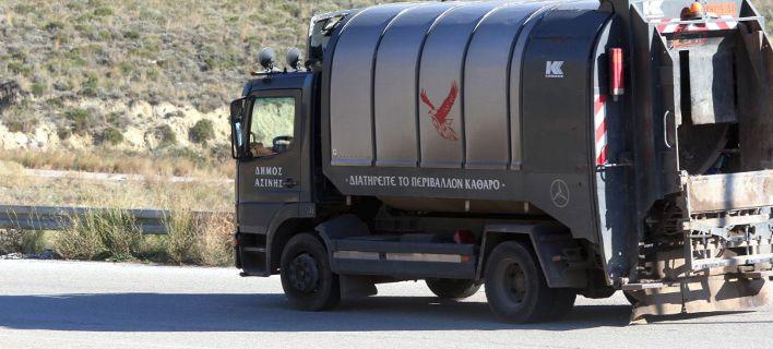 Ανετράπη απορριμματοφόρο στα Λιόσια -Σοβαρά τραυματισμένος υπάλληλος καθαριότητας