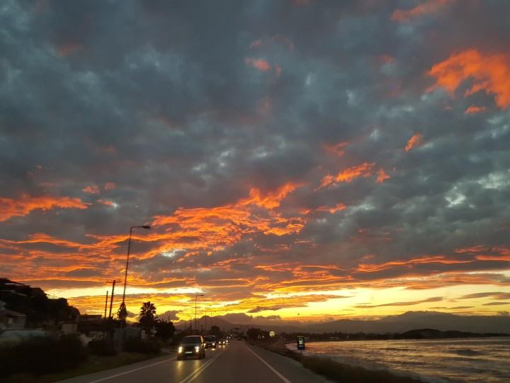 Μαγευτικη εικόνα του Κορινθιακού ουρανού