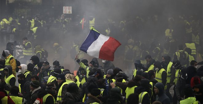 Τι είναι και τι θέλουν τα «κίτρινα γιλέκα» στην Γαλλία