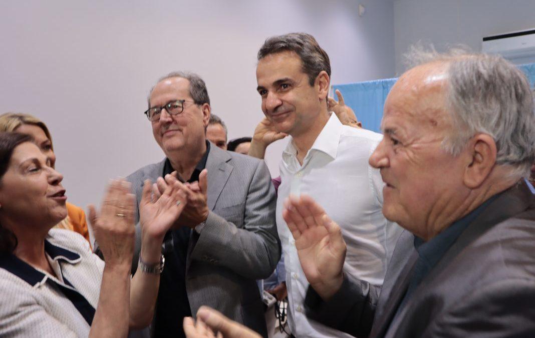 Ενθουσιώδης υποδοχή του Κυριάκου Μητσοτάκη στο Εκλογικό Κέντρο Νίκα