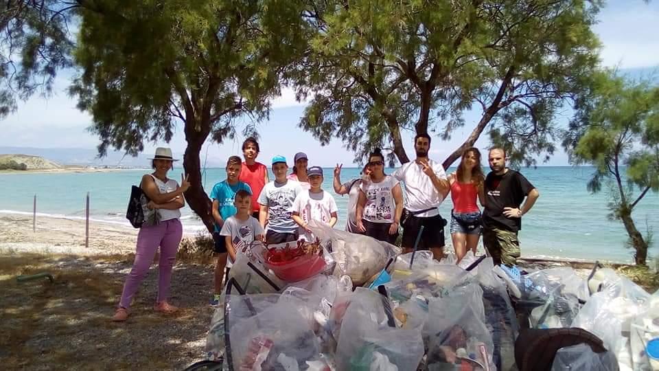 Η ομάδα vegan Κορίνθου προχώρησε σε εθελοντικό καθαρισμό στην παραλία Κανταρε