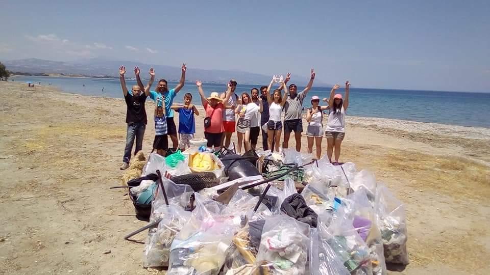 Εθελοντικός καθαρισμός στην παραλία 5Φ στην Κορινθο
