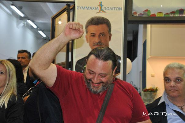 Φωτογραφίες από την εορταστική ατμόσφαιρα στο εκλογικό κέντρο του νέου Δήμαρχου Κορινθίων!