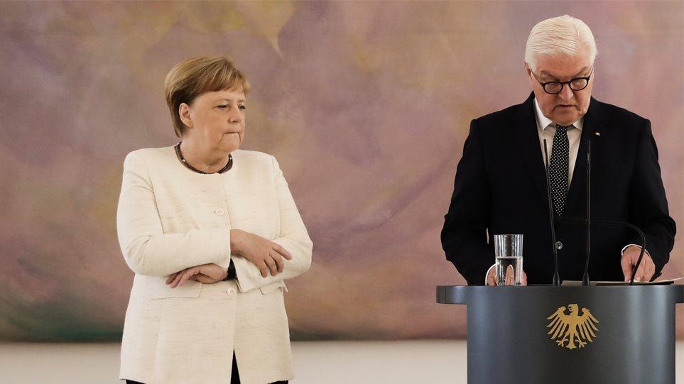 Όλος ο πλανήτης ψάχνει γιατί τρέμει η Άνγκελα Μέρκελ: Τα σενάρια και η εκδοχή του Βερολίνου
