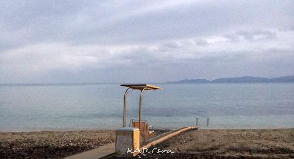 """Ηλεκτροκίνητη ράμπα για ΑμεΑ στην Παραλία """"Καλάμια""""!"""
