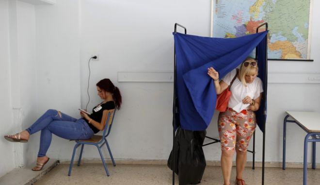 Εκλογές 2019: Τι προβλέπει το Σύνταγμα για αυτοδυναμία και εκλογική διαδικασία