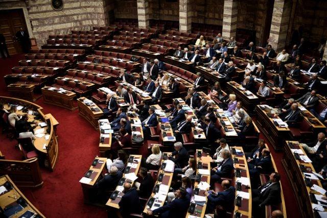 Υπερψηφίστηκε από ΝΔ και Ελληνική Λύση η κατάργηση του ασύλου – «Παρών» το ΚΙΝΑΛ Υπερψηφίστηκε από τους βουλευτές της ΝΔ και της Ελληνικής Λύσης το άρθρο 64 του διυπουργικού νομοσχεδίου που αφορά την κατάργηση του πανεπιστημιακού ασύλου.