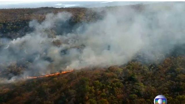 Μπολσονάρου: Οι ΜΚΟ βάζουν τις φωτιες