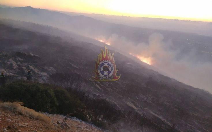 Μεγάλη φωτιά στον Υμηττό: Στη μάχη με τις φλόγες τα εναέρια μέσα