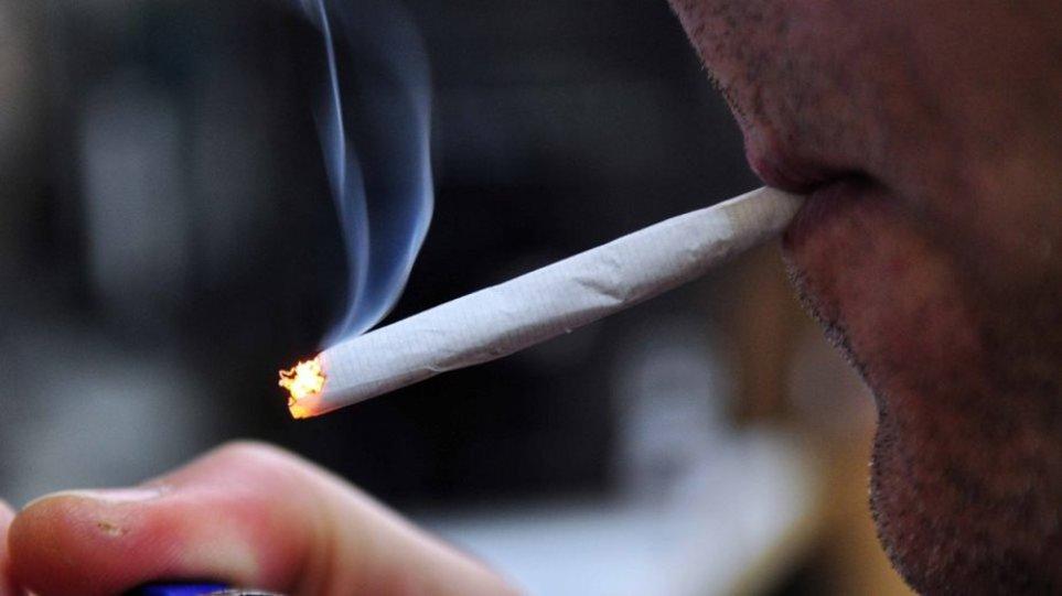 Καταγγελίες για παραβάσεις του αντικαπνιστικού νόμου: Καπνίζουν ακόμα και στα νοσοκομεία!