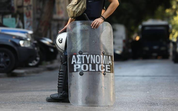 Εξάρχεια: Αστυνομική επιχείρηση για την απομάκρυνση κοντέινερ