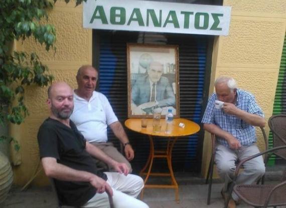 Ήπιαν καφέ με τον… Ανδρέα Παπανδρέου – Απίστευτο «μνημόσυνο» για την 3η Σεπτέμβρη στο Μεσολόγγι