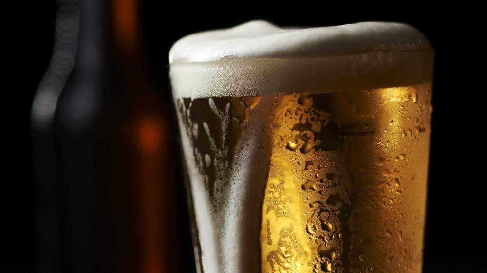 Αγόρασε την πιο ακριβή μπύρα του κόσμου – Του κόστισε 61.400 ευρώ