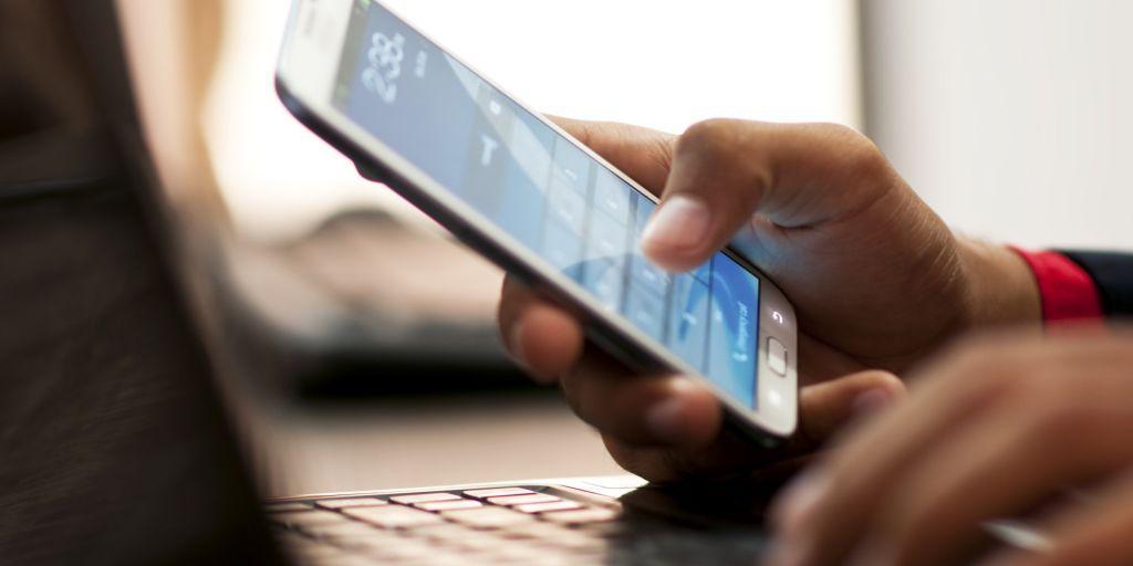 Φόρτιση κινητού : Δες πόσο κοστίζει για ένα έτος