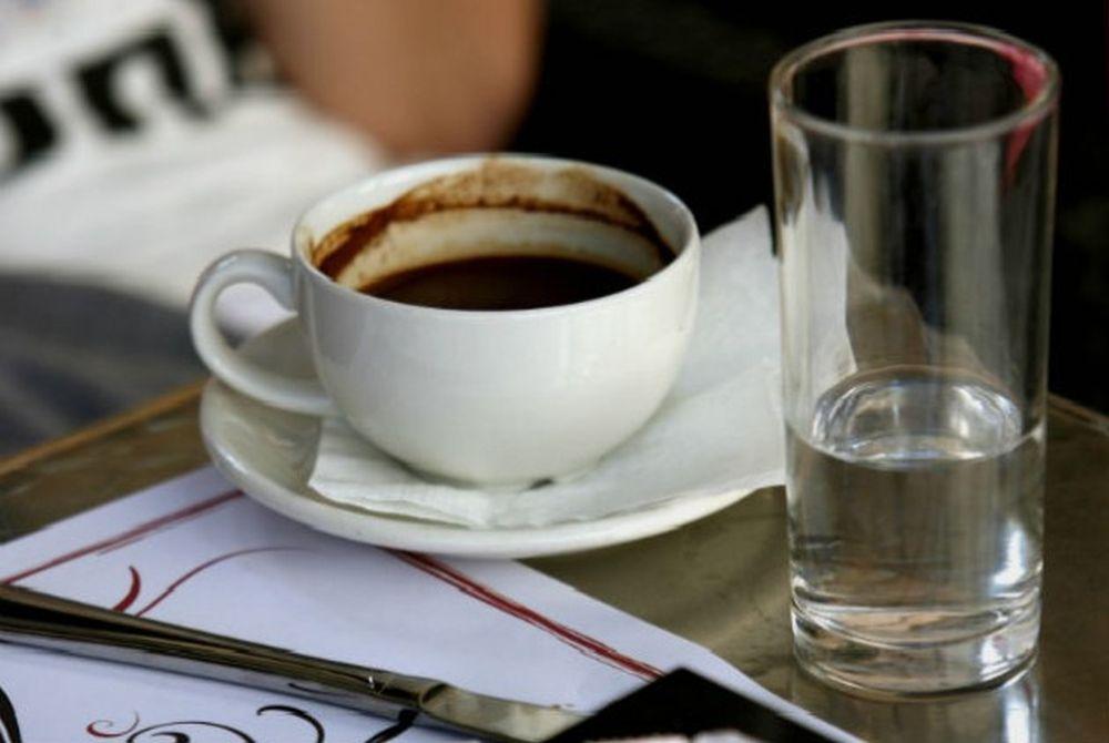 Δύο λόγοι για να μην πετάξετε το κατακάθι του καφέ