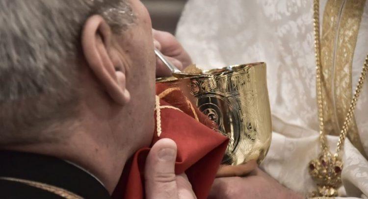 Μια άλλη οπτική από έναν Ιερέα για τη Θεία Κοινωνία και την προστασία από τον Κορονοϊό