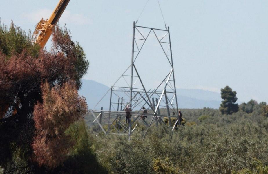 Ανάστατοι στο Χιλιομόδι από τα έργα της ΔΕΔΗΕ μέσα από τα χωράφια τους