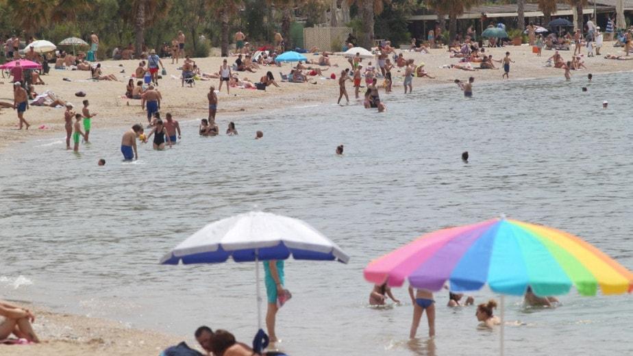Πώς «είδαν» τα διεθνή ΜΜΕ την επιστροφή της Ελλάδας στις παραλίες