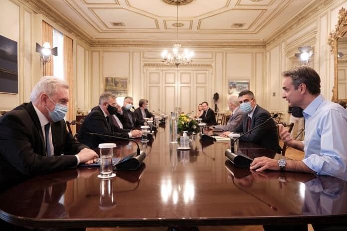Ο Χρ. Δήμας σε σύσκεψη υπό τον Πρωθυπουργό Κυριάκο Μητσοτάκη με στελέχη της ερευνητικής κοινότητας για τον COVID-19