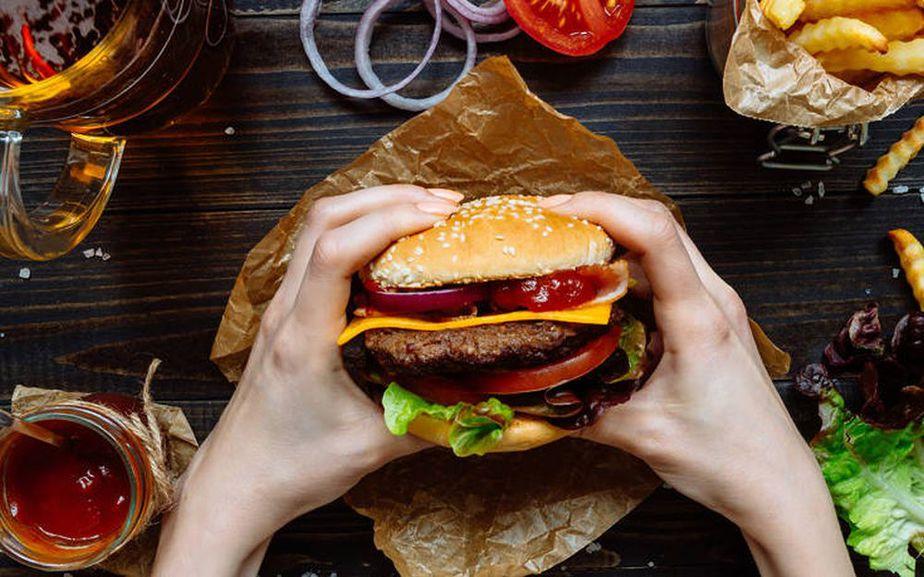 Κακή διατροφή: Τα σημάδια που στέλνει το σώμα σας