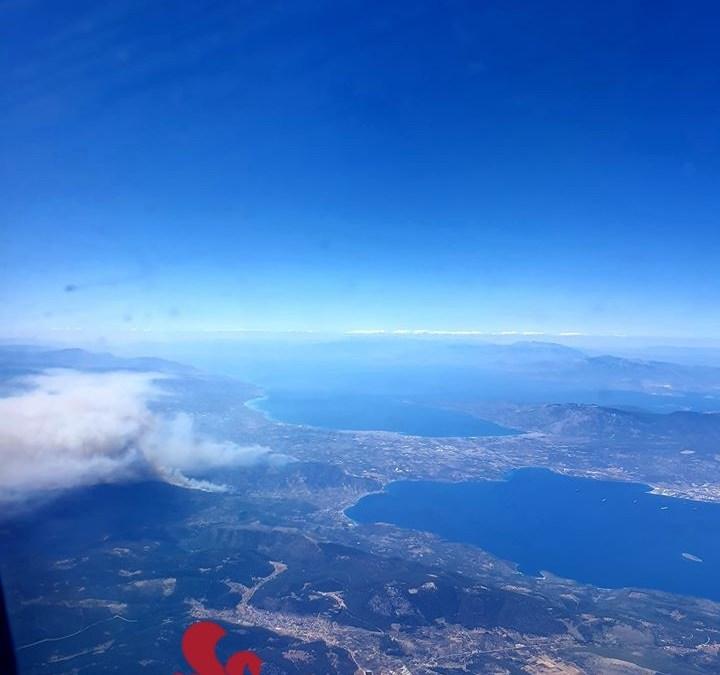 Μια απίστευτη εικόνα από αεροπλάνο της φωτιας
