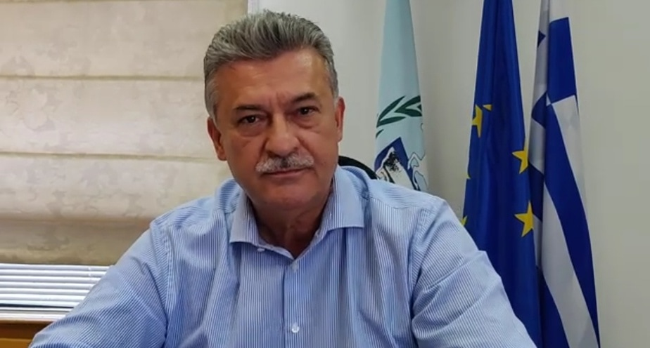 Ο δήμαρχος Κορινθίων για τις ομπρέλες στα Λουτρά αλλά και την επένδυση στην περιοχή