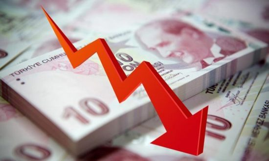 Bloomberg: Νέο ναδίρ για τη λίρα, σε απόγνωση οι τουρκικές τράπεζες πωλούν δολάρια για στήριξη, καταρρέουν οι μετοχές τους