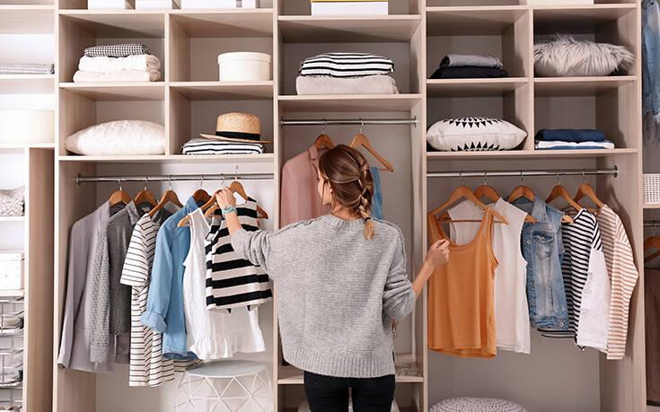 Το πρώτο πράγμα που πρέπει να κάνετε αν θέλετε να οργανώσετε την ντουλάπα σας