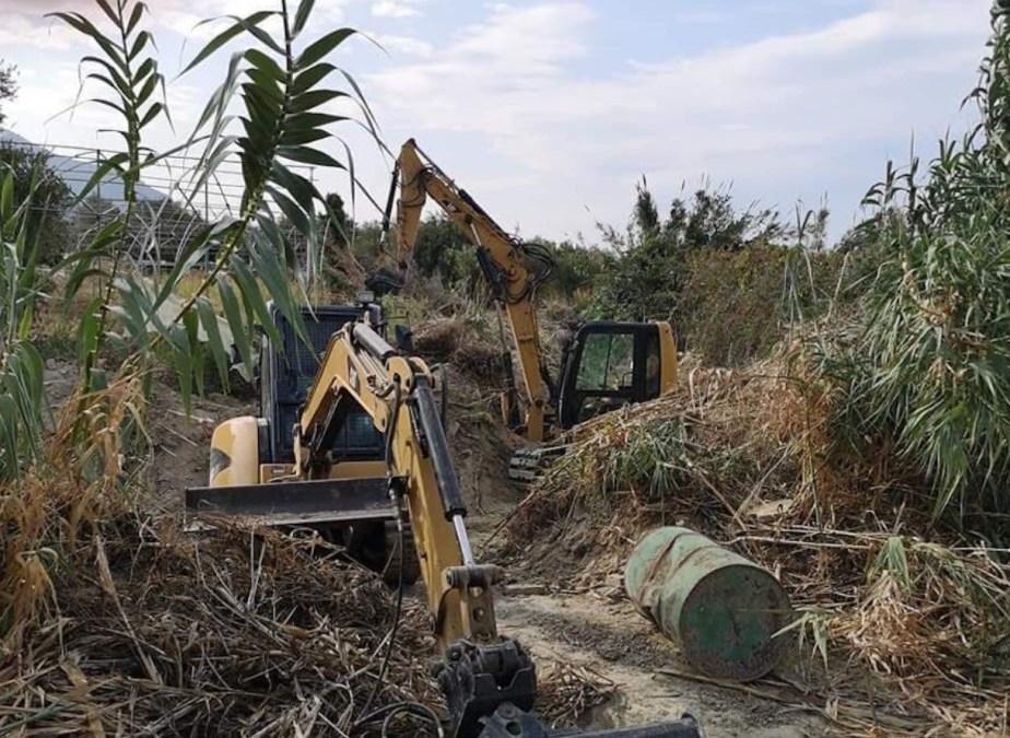 Η Π.Ε. Κορινθίας συνεχίζει τους καθαρισμούς ρεμάτων στο Καμάρι