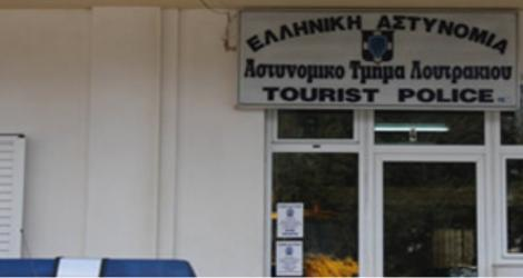 Παραδόθηκε στο Αστυνομικό Τμήμα Λουτρακίου ο 16χρονος που κατηγορείτα για την δολοφονία της 50χρονης μητέρας στην Αγία Βαρβάρα.