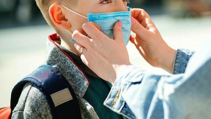 Μόσιαλος: Πρέπει ή όχι τα παιδιά να κάνουν το νέο εμβόλιο κορονοϊού;