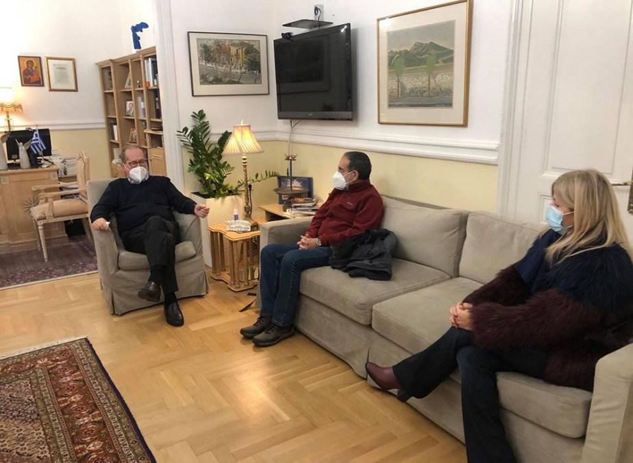 Συνάντηση του περιφερειάρχη Π. Νίκα με τον καλλιτεχνικό διευθυντή του ΔΗΠΕΘΕ Καλαμάτας