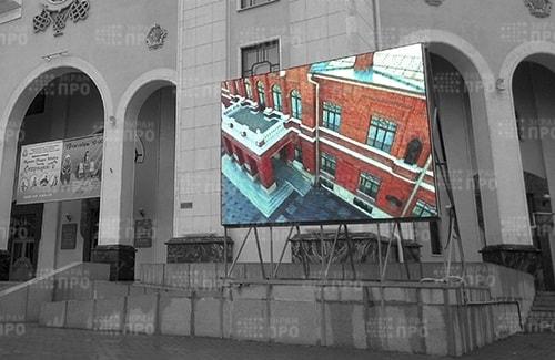 Уличный экран. Театр.