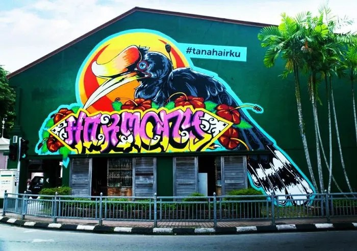 Meet Sarawak's first female street artist on a mission to color Kuching