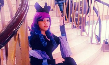 This 19-year-old cosplayer not only arts but has written a 450 paged novel!