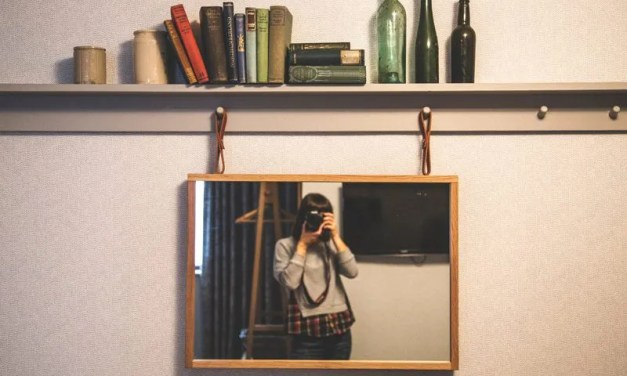 POETRY | Selfie Queen By Anuradha Chelliah