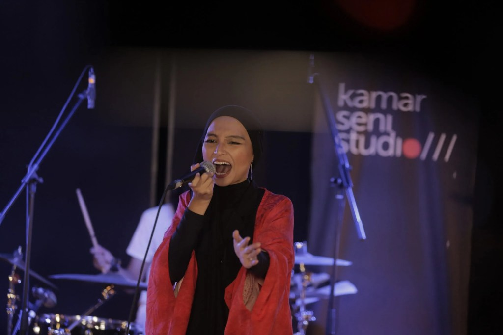 Wani Ardy Is Losing Her Sense Of Hearing. Here's Why She'll Continue Singing.