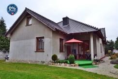 widok od strony ogrodu na willę do sprzedaży w okolicy Bolesławca