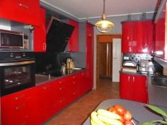 komfortowo i elegancko urządzona kuchnia w luksusowej willi na sprzedaż w Kwidzynie