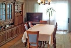 zdjęcie przedstawia salon w willi w Olsztynie na sprzedaż