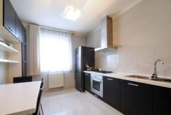 komfortowo urządzona kuchnia w apartamencie na sprzedaż w Tarnowie