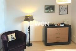 zbliżenie na luksusowe meble w salonie apartamentu do sprzedaży w Szczecinie